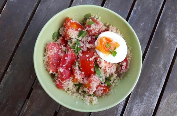 salată-n blid neșters pe margini